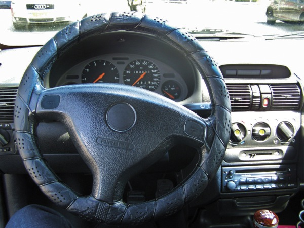 Image of Steering Wheel Cover Classic Black (Lace)